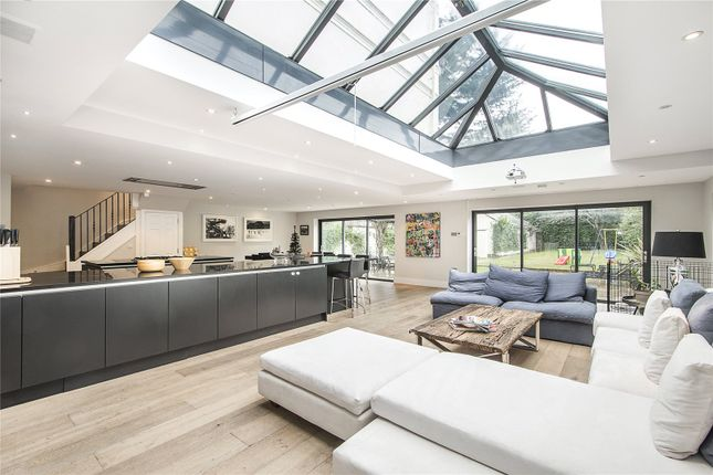 Thumbnail Property for sale in Seaton Close, London
