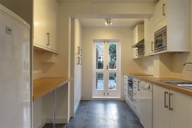 2 bed flat to rent in Aysgarth Road, London