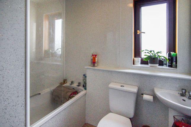 Bathroom of Auchinblae Place, Dundee DD3