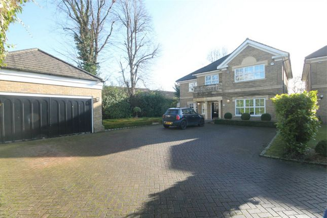Thumbnail Detached house for sale in Links View Close, Stanmore, Middlesex