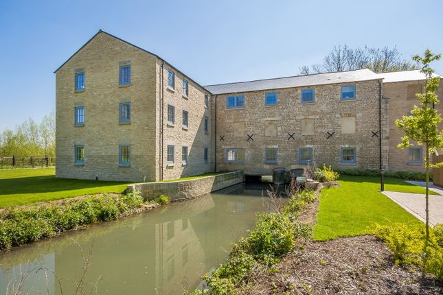 Thumbnail Flat to rent in Witan Way, Witney