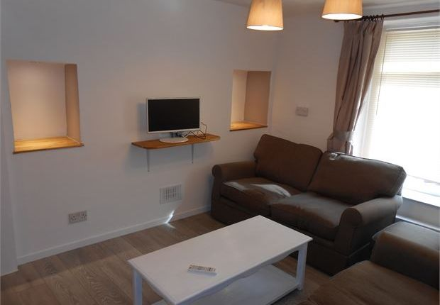 Terraced house to rent in Jones Terrace, Mount Pleasant, Swansea