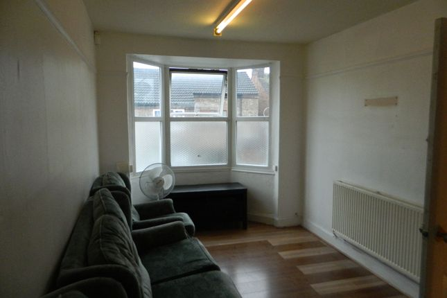 Thumbnail Flat to rent in Letchworth Road, Luton