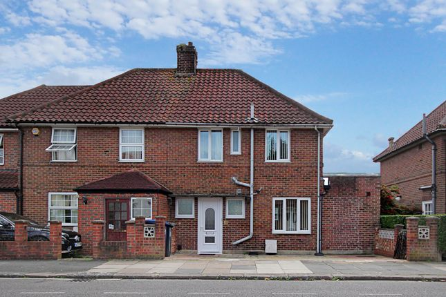 5 bed semi-detached house to rent in Saxon Drive, London W3