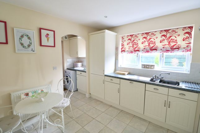 Kitchen  of Darlow Drive, Stratford-Upon-Avon CV37