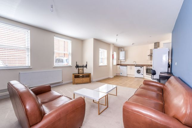 2 bed flat to rent in Chapel Street PO19, Chichester