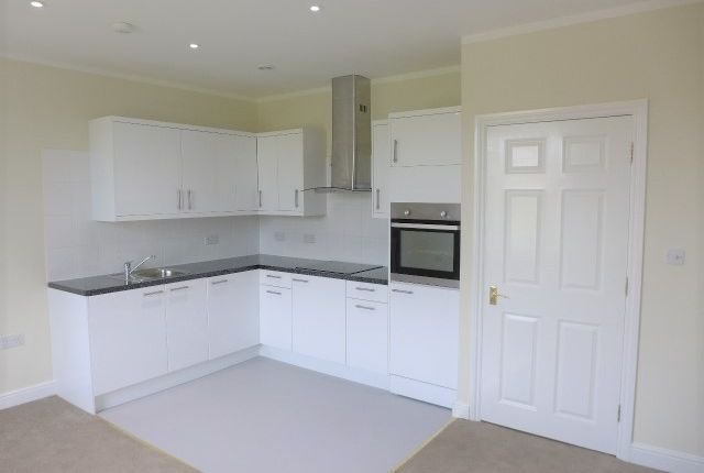 Thumbnail Flat to rent in Lakeside Gardens, Chapel Road, Ashford, Kent
