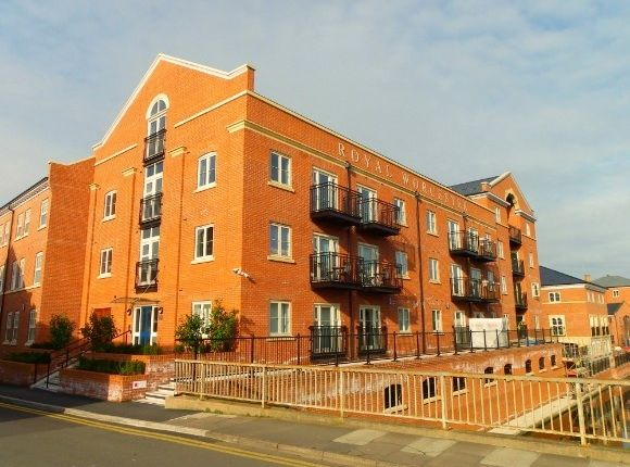 2 bedroom flat to rent in Mill Street, Worcester