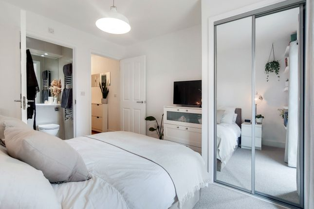 2 bed flat for sale in Dragmore Street, Clapham Park SW4