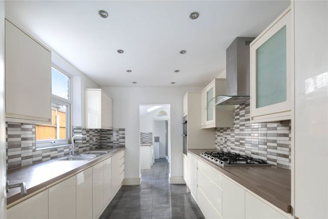 5 bed terraced house to rent in Buxton Road, London E15