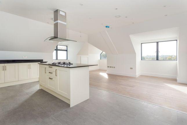 Thumbnail Flat to rent in Brighton Road, Horsham