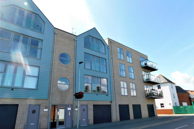 2 bed flat to rent in James House, Brightlingsea CO7
