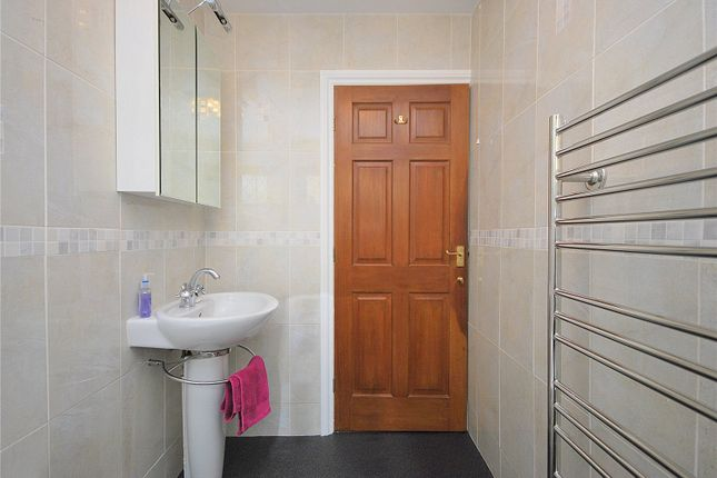Picture No. 23 of Lady Heton Close, Mirfield, West Yorkshire WF14