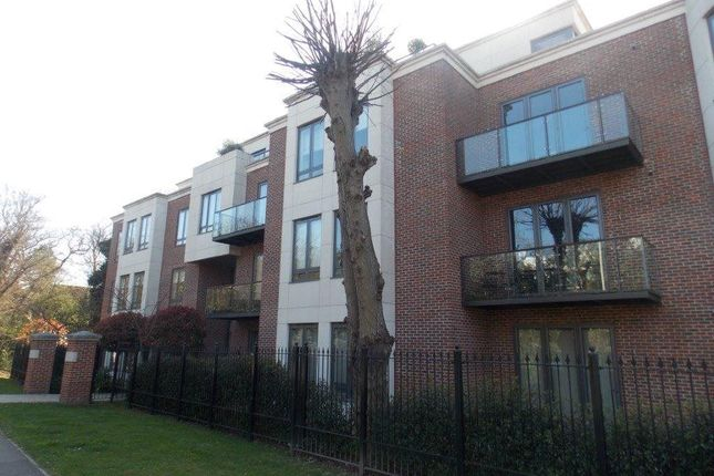 Thumbnail Flat to rent in Whitehall Road, Woodford Green