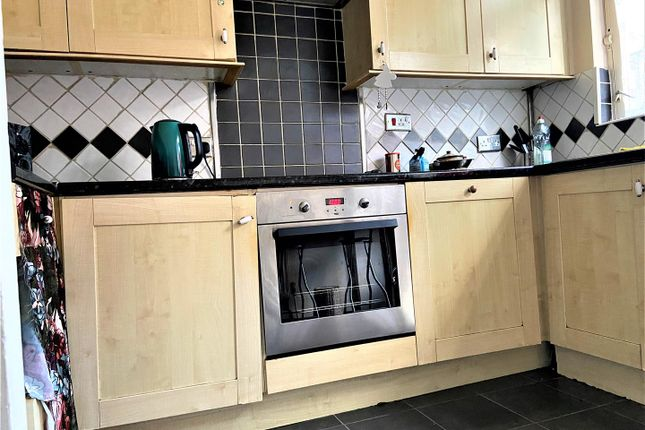 Thumbnail Property to rent in Hewitt Avenue, London