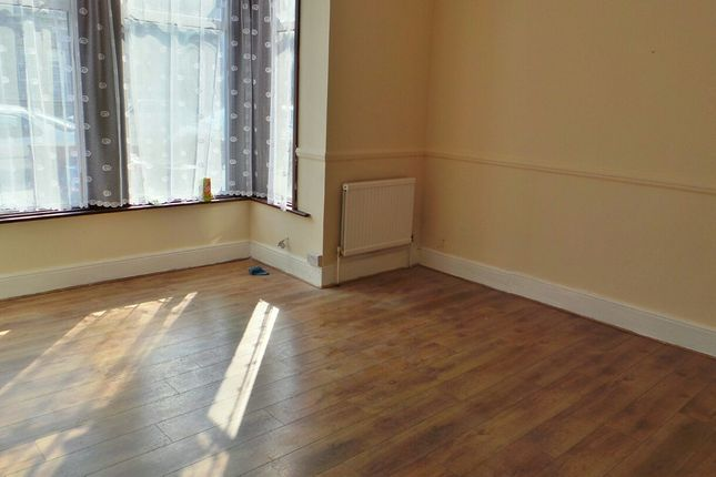 Thumbnail Flat to rent in Aldborough Road South, Seven Kings