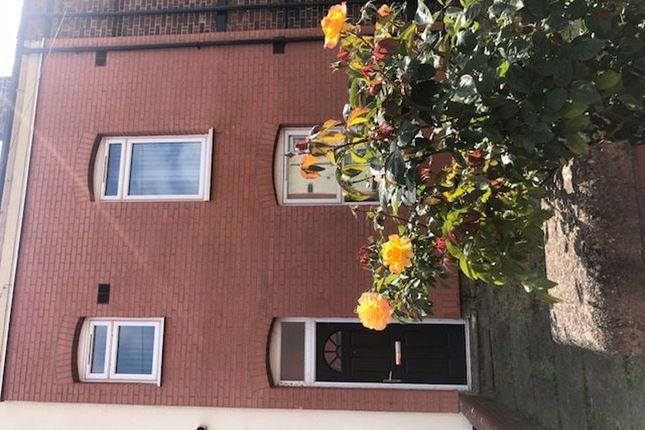 Room to rent in Regent Street, Wakefield WF1