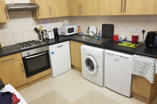 Thumbnail Flat to rent in Wokingham Road, Earley, Reading
