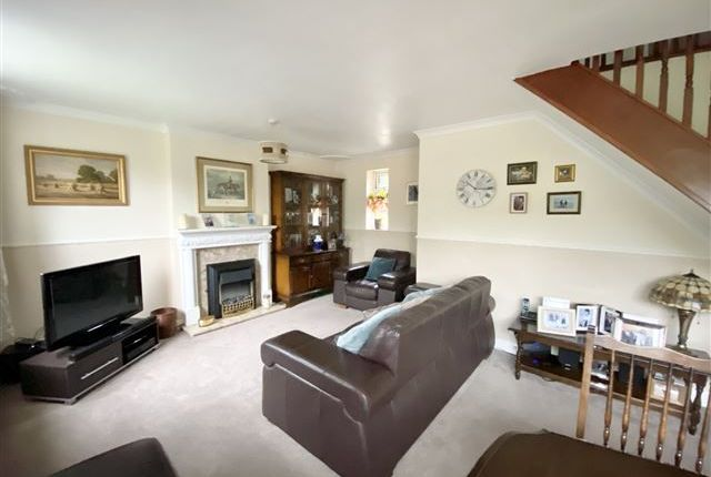 Lounge of Oldale Close, Woodhouse, Sheffield S13