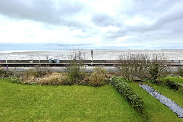 2 bed flat to rent in Undercliff Gardens, Leigh-On-Sea SS9