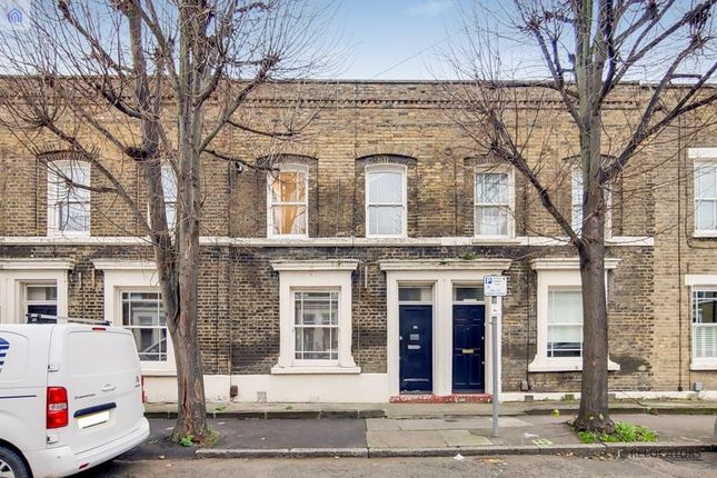 2 bed flat for sale in Argyle Road, London E1