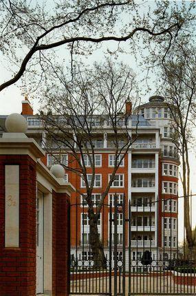 Thumbnail Flat to rent in Palace Green, Kensington