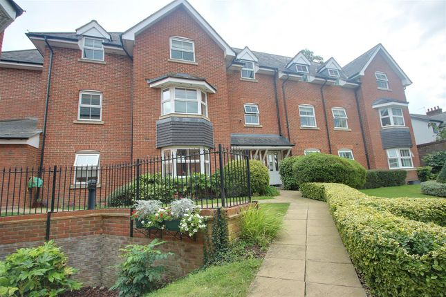 2 bed flat to rent in Gowers Yard, Tring HP23