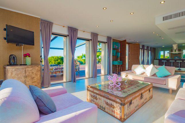 Villa for sale in Colonia Sant Pere - Betlem, Mallorca, Balearic Islands