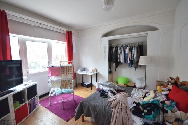 Thumbnail Flat to rent in New Cross Road, New Cross, London
