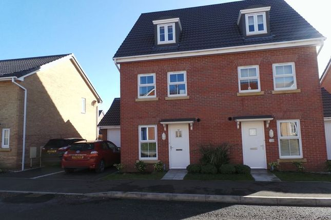Thumbnail Semi-detached house to rent in Neals Crescent, Grantham