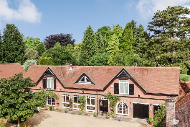 Thumbnail Barn conversion for sale in West Leith, Tring