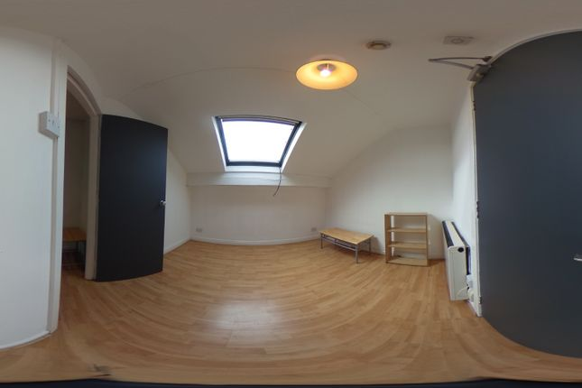 1 bed flat to rent in Woodsley Road, Hyde Park, Leeds LS2