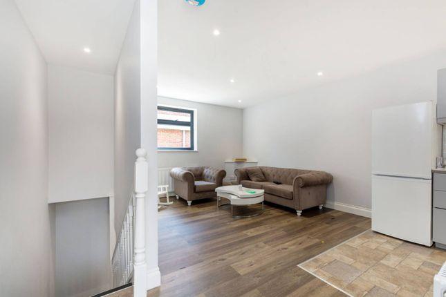 Thumbnail Flat to rent in Mitcham Lane, Streatham, London