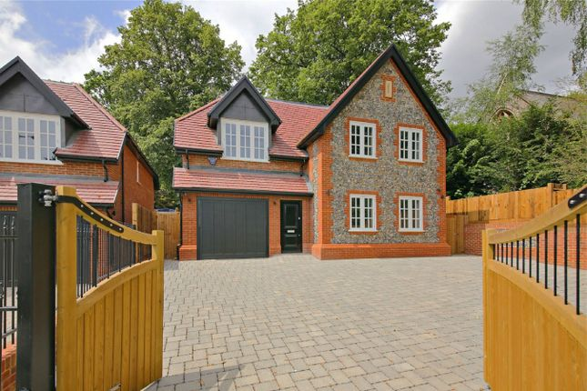 Thumbnail Detached house for sale in 154 Watling Street, Radlett, Hertfordshire