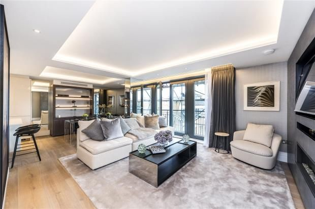 Thumbnail Flat for sale in Kensington Gardens Square, Bayswater