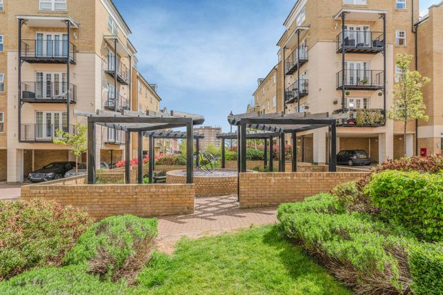 2 bed flat for sale in Renwick Drive, Bromley BR2