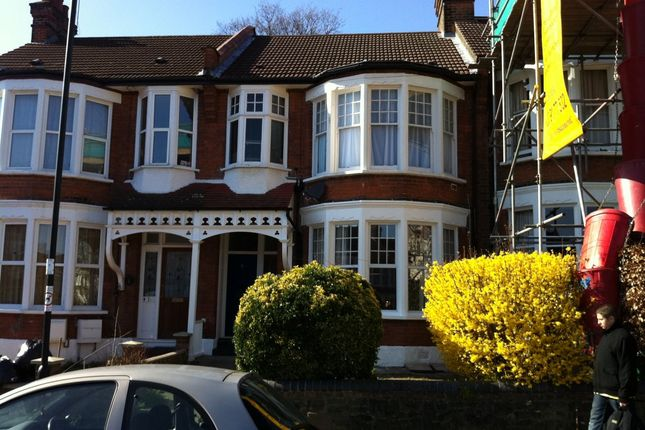 Thumbnail Flat to rent in The Grove, London