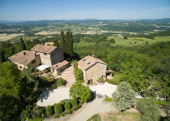 10 bed farmhouse for sale in Perugia, Umbria, Italy