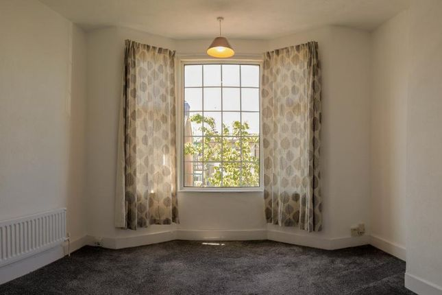1 bed flat to rent in Ronald Park Avenue, Westcliff-On-Sea, Essex SS0