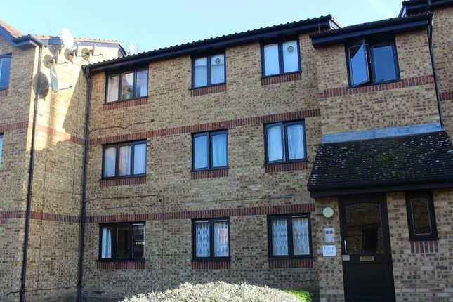 Flat for sale in Sawyer Close, London