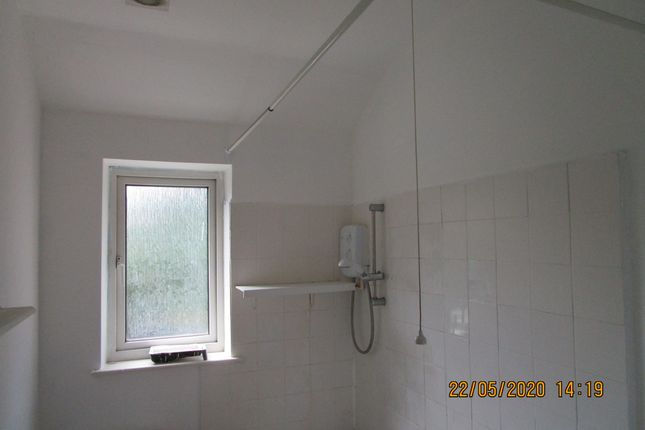 Bathroom of Cavendish Road, Rotherham S61