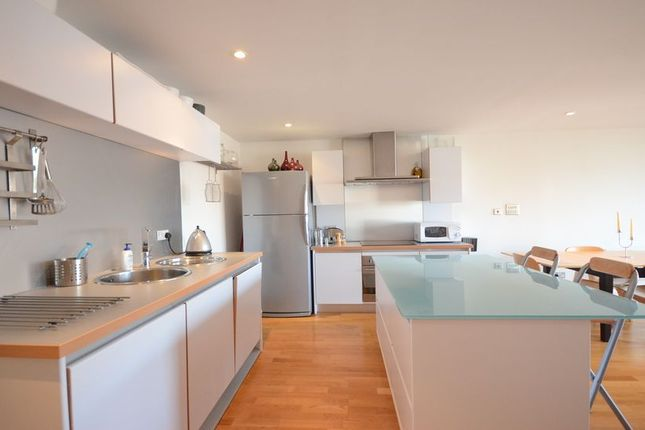 Thumbnail Flat to rent in Queens Wharf, Reading