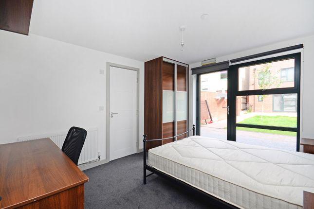 Thumbnail Room to rent in Room 1, 35 Dun Fields, Dunfields, Kelham Island, Sheffield