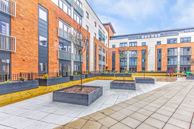 2 bed flat to rent in The Quadrant, Sand Pits, Birmingham B1