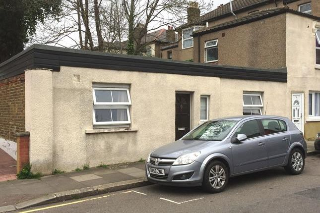 Thumbnail Flat for sale in 7B, The Drive, Ilford