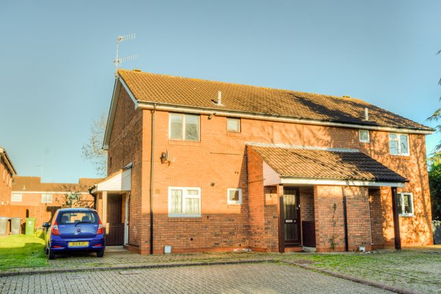 Thumbnail Flat for sale in Carew Close, Stratford Upon Avon