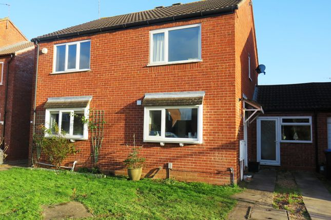 Thumbnail Semi-detached house for sale in Wyvern Close, Wellesbourne, Warwick