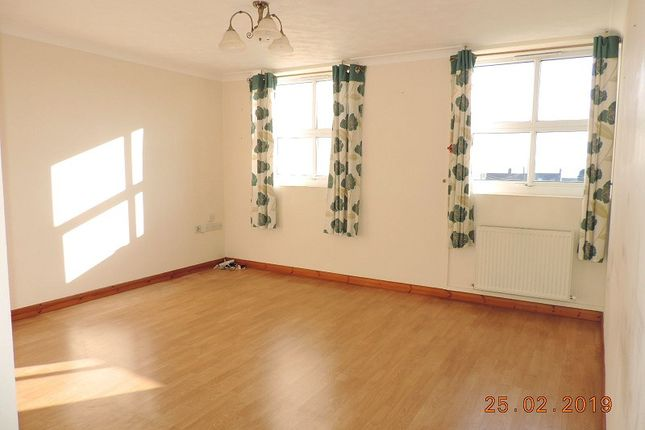 Thumbnail Flat to rent in 21 Elizabeth Venmore Court, Yorke St, Milford Haven