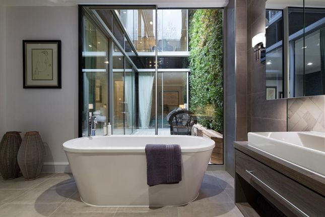 Thumbnail Flat for sale in Linden Gardens W2,