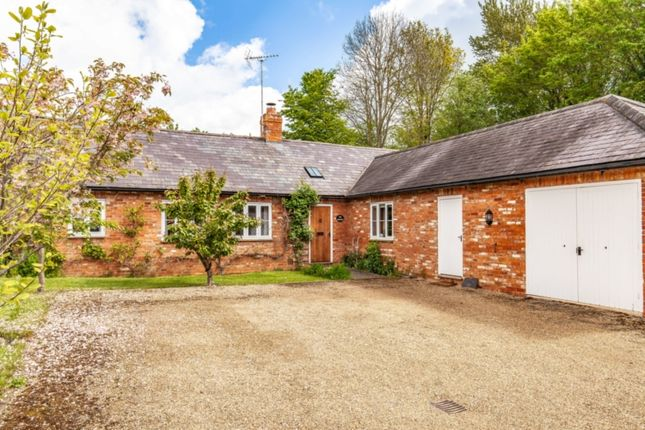 Thumbnail Barn conversion to rent in Warwick Road, Banbury